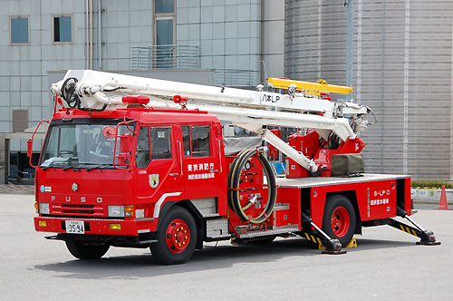 Height refraction water cannon fire engine